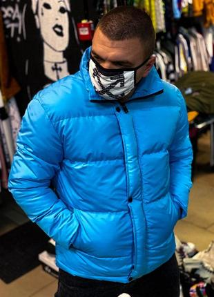 Яркая зимняя курточка.