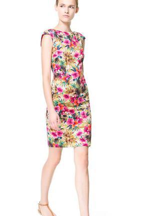 Красивое платье яркой расцветки цветочного принта от zara