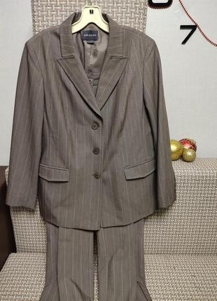 Стильный костюм в полоску цвета капучино, жакет, брюки, пиджак