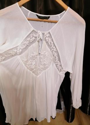 Нарядная нежная невесомая блуза