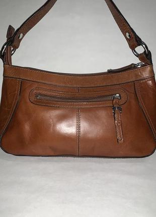 Кожаная фирменная сумочка на/ в руку, на плечо marks & spencer.