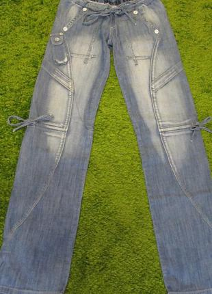 Жіночі спортивні джинси