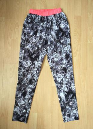 Стоковые спортивные штаны на весну/ лето с крутым принтом  размер l/ xl