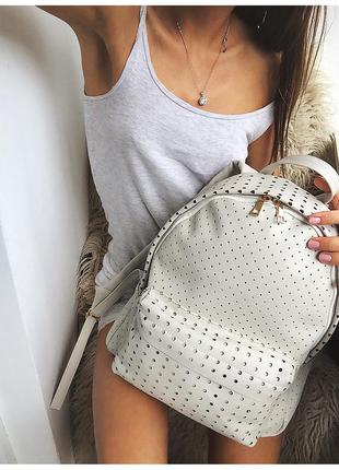 Новый эксклюзивный перфорированный рюкзак от vero moda