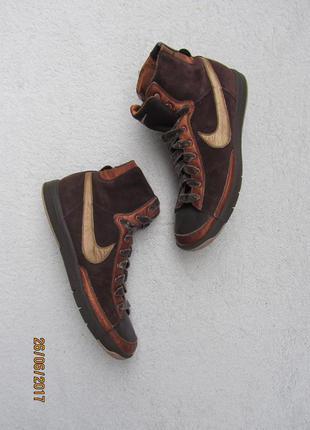 Замшевые кеды-кроссовки  с золотистыми кожаными вставками и велюровыми шнурками