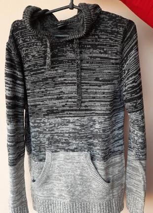 Мужской свитер с капюшеном