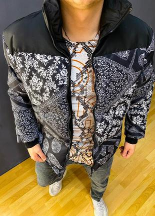 Яркая , модная теплая куртка.