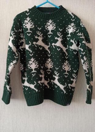 Детский свитер с оленями