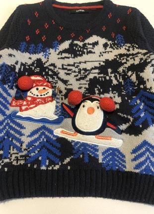 Свитер на новый год. новогодний принт со снеговиком.