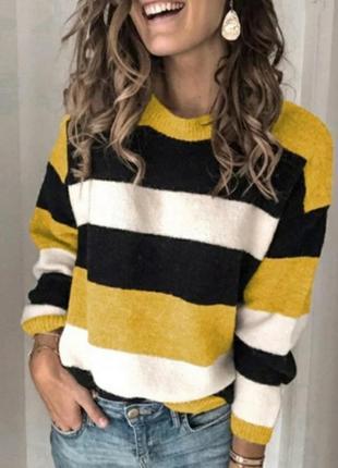 Велюровый свитер в полоску