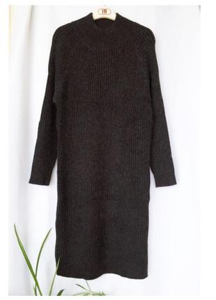 Теплое платье миди в рубчик под горло высокий ворот зима темно-серый меланж