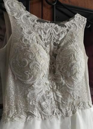 Свадебное платье женское длинное пышное мерцающее белое без рукава