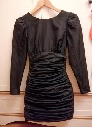 Чёрное платье mango с открытой спиной