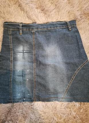 Короткая джинсовая юбочка со стразами