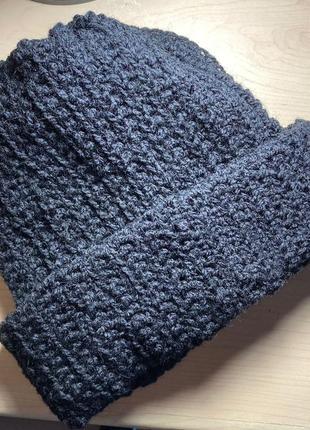 Тёплая вязанная шапка