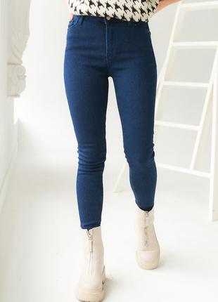 Однотонные джинсы скинни