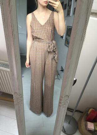 Крутой комбинезон со штанами в пол и поясом