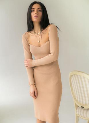 Вязаное платье с соблазнительным декольте