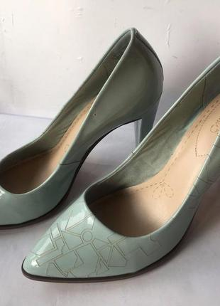 Clarks новые кожаные туфли размер  38, 38. 5, 39, 40, 41