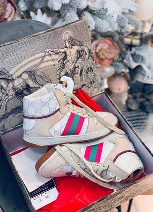 Фирменные крутые кроссовки