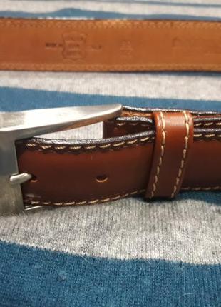 Кожаный ремень коричневого цвета