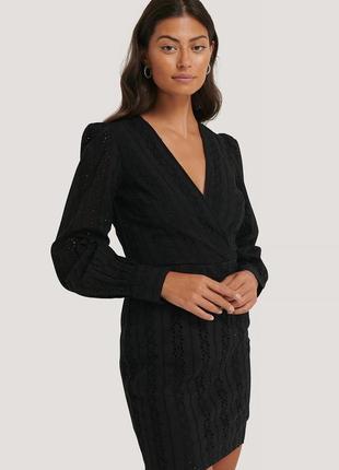 Вязаное крючком платье с v-образным вырезом