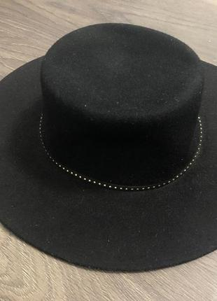 Тёплая шляпа с широкими полями