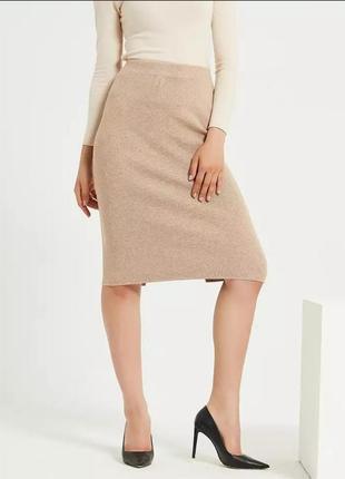 Трикотажная юбка карандаш средней длины миди в рубчик с разрезом