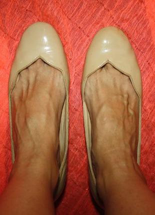 Кожаные туфли бренд удобный каблук лак