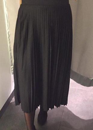 Юбка черная со складками