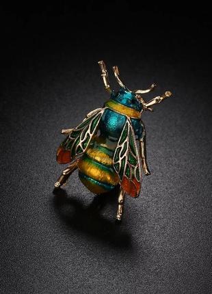 Брошь насекомое