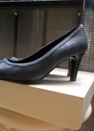 Кожаные туфли clarks англия каблук 6,5 см синие лодочки р.38 24 см uk-5