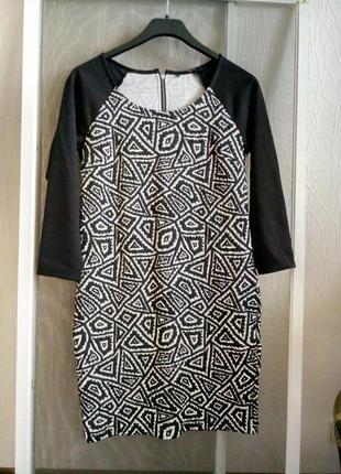 Платье трикотажное,зауженные к низу