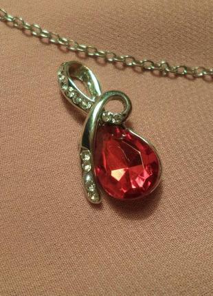 Кулон подвеска с красным кристаллом, украшение на шею