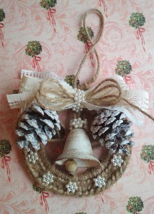 Новогоднее декоративное украшение из джута