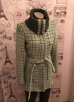 Полу-пальто с высоким воротом для миниатюрной девушки