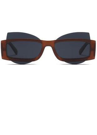 Стильные очки в оригинальной оправе