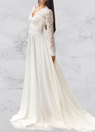 Скромное свадебное платье с длинным рукавом непышного а-силуэта кружевное закрытое