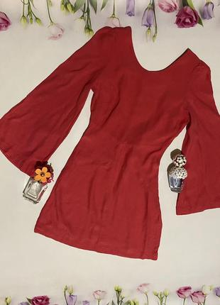 Стильное платье с широким рукавом