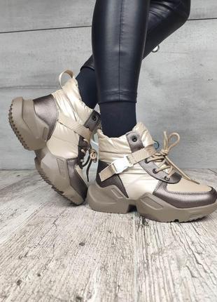 Гламурные зимние кроссовки