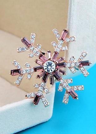 Новогодняя брошь снежинка со стразами-багетами - утонченный подарок на новый год4 фото