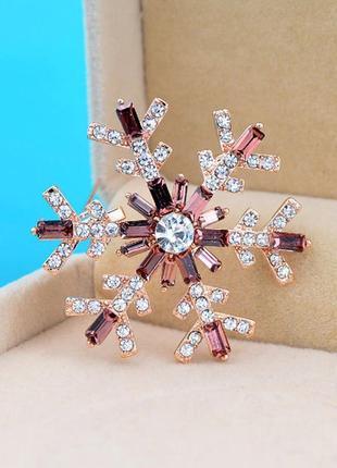 Новогодняя брошь снежинка со стразами-багетами - утонченный подарок на новый год6 фото
