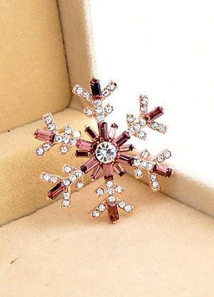 Новогодняя брошь снежинка со стразами-багетами - утонченный подарок на новый год2 фото