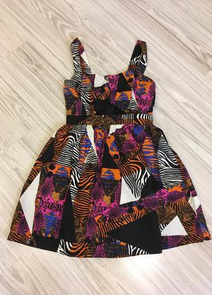 Крутое платье с вырезом под грудью