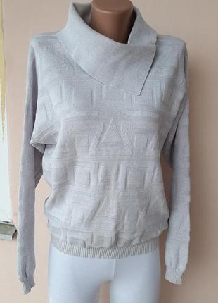 Нежный свитерок светло серого цвета