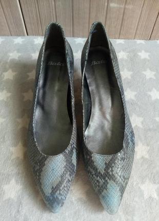 Кожаные  туфли 38рр bata
