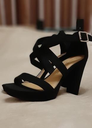 Стильные черные босоножки на высоком каблуке, выпускной акция!