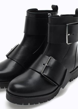 Кожаные  высокие ботинки stradivarius
