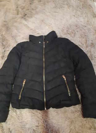 Куртка  черная зимняя короткая