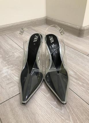 Прозрачные туфли zara на танкетке